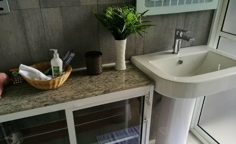 Colombo-srilanka-eco-treat-homestay-apartment-eligance-bathroom