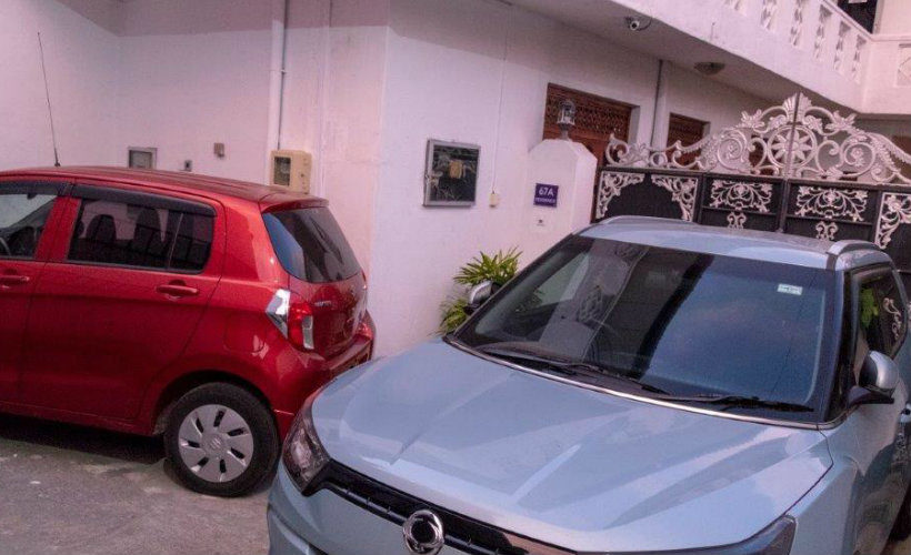 Colombo-srilanka-eco-treat-homestay-apartment-jeep-car