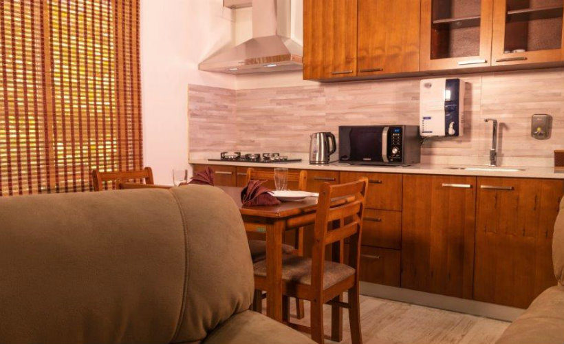 Colombo-srilanka-eco-treat-homestay-apartment-modern-kitchen-dinning